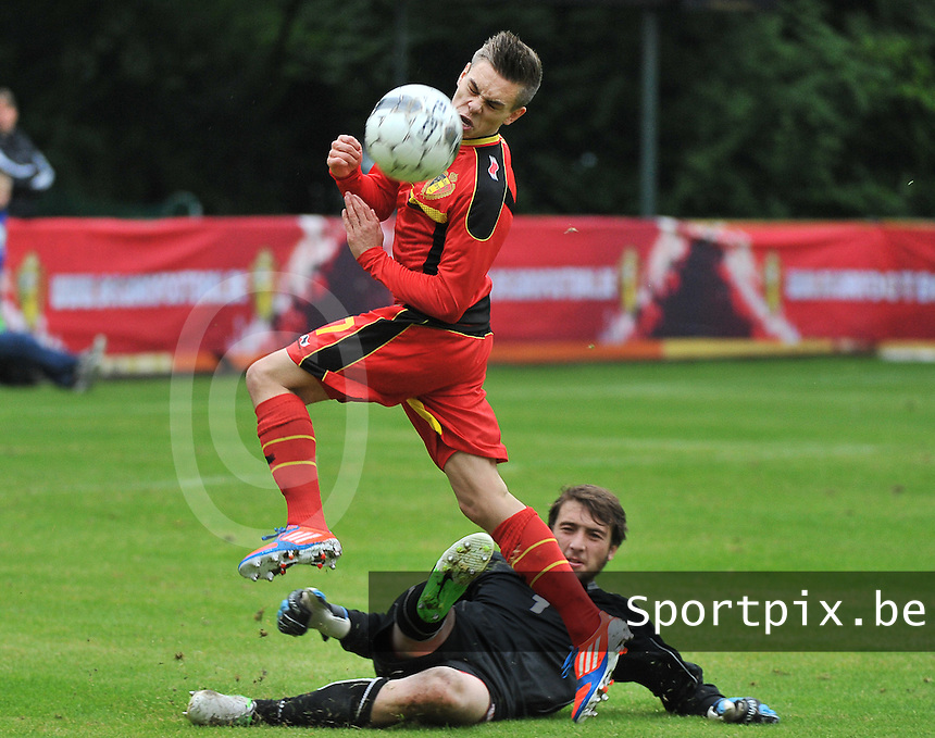 Georgia U19 - Belgium U19 : Leandro Trossard (17) and goalkeeper Gabriel Tebidze<br /> foto DAVID CATRY / Nikonpro.be