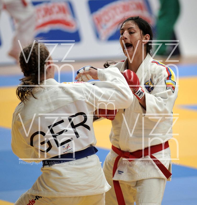 CALI – COLOMBIA – 29-07-2013: Madeline Choconta de Colombia y Karina Neupert de Alemania durante combate de Ju Jitsu durante los IX Juegos Mundiales Cali, julio 29 de 2013. (Foto: VizzorImage / Luis Ramirez / Staff). Madeline Choconta from Colombia and Karina Neupert from Germany during a Ju Jitsu combat  in the IX World Games Cali, July 29, 2013. (Photo: VizzorImage / Luis Ramirez / Staff).