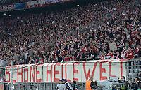 FUSSBALL  CHAMPIONS LEAGUE  HALBFINALE  HINSPIEL  2012/2013      FC Bayern Muenchen - FC Barcelona      23.04.2013 Bayern Fans haben ein Banner mit der Aufschrift SCHOENE HEILE WELT vor der Fankurve aufgehzogen