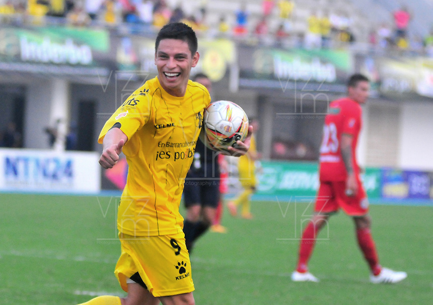 BARRANCABERMEJA -COLOMBIA, 06-03-2016.  Sergio E. Romero (Der) jugador de Cortulua celebra un gol anotado a Alianza Petrolera durante por la fecha 8 de la Liga Aguila I 2016  disputado en el estadio Daniel Villa Zapata de la ciudad de Barrancabermeja./ Sergio E. Romero (R) player of Cortulua celebrates a goal scored to Alianza Petrolera during match for the date 8 of the Aguila League I 2016 played at Daniel Villa Zapata stadium in Barrancebermeja city. Photo:VizzorImage / Jose Martinez / Cont
