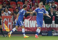 FUSSBALL  SUPERCUP  FINALE  2013  in Prag    FC Bayern Muenchen - FC Chelsea London          30.08.2013 Andre Schuerrle (re) klatsch nach dem 0:1 mit Eden Hazard (li, beide FC Chelsea) ab