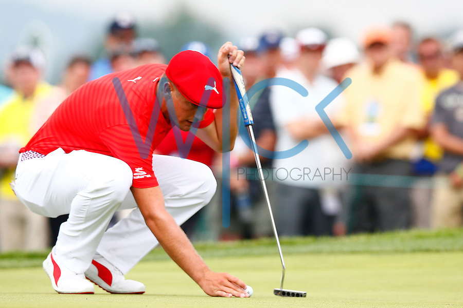 Bryson DeChambeau lines up his ball on the 18th green during the 2016 U.S. Open in Oakmont, Pennsylvania on June 16, 2016. (Photo by Jared Wickerham / DKPS)