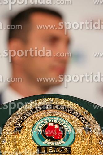 21.07.2015, Esprit Arena, D&uuml;sseldorf, GER, WBA Boxkampf, Wladimir Klitschko vs Tyson Fury, im Bild IBO Weltmeister-Guertel // during a pressconference of the WBA fight between Wladimir Klitschko and Tyson Fury at the Esprit Arena in D&uuml;sseldorf, Germany on 2015/07/21. EXPA Pictures &copy; 2015, PhotoCredit: EXPA/ Eibner-Pressefoto/ Sch&uuml;ler<br /> <br /> *****ATTENTION - OUT of GER*****