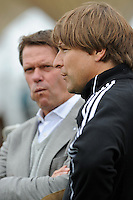 FUSSBALL   DFB POKAL   SAISON 2011/2012  1. Hauptrunde VfB Oldenburg - Hamburger SV                             30.07.2011 Sportchef Frank ARNESEN (li) und Trainer Michael OENNING (re, beide Hamburger SV)