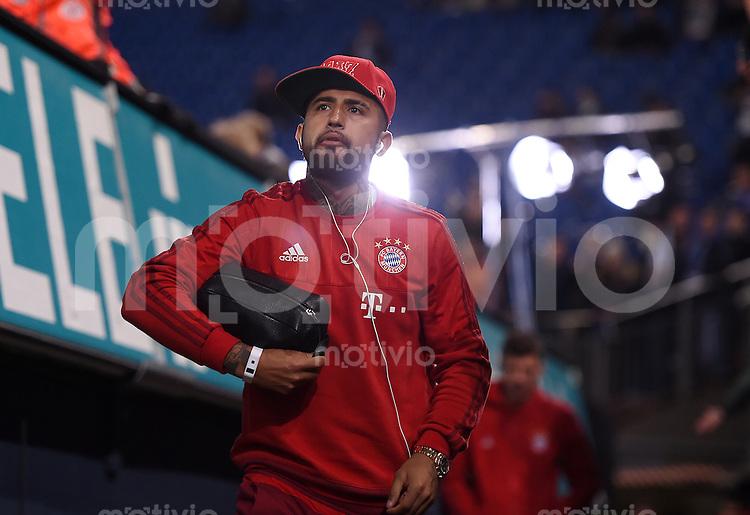 Fussball  1. Bundesliga  Saison 2015/2016  13. Spieltag in Gelsenkirchen FC Schalke 04 - FC Bayern Muenchen     21.11.2015 Arturo Vidal (FC Bayern Muenchen) kommt in die Schalker Arena