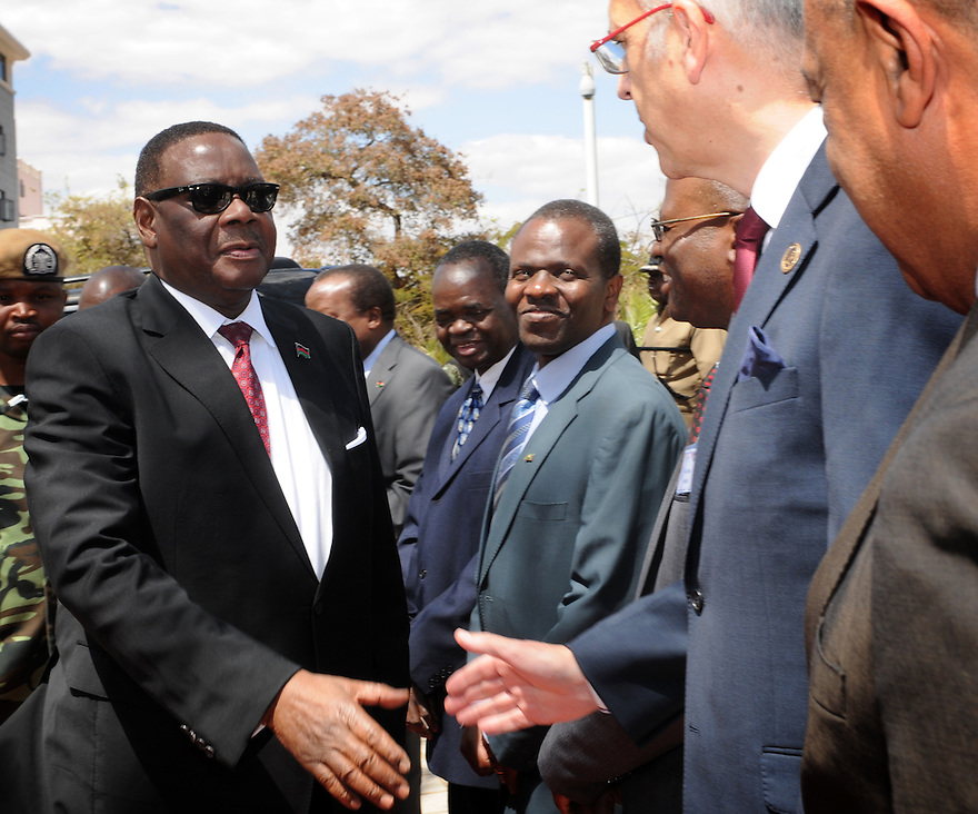 ABLI FORUM 2015. LILONGWE, MALAWI. DAY ONE. MALAWI STATE PRESIDENT, HIS EXCELLENCY, PRESIDENT ARTHUR PETER MUTHARIKA GREETS JAMES CATFORD, CEO OF BFBS.15/9/2015. PHOTO BY CLARE KENDALL.