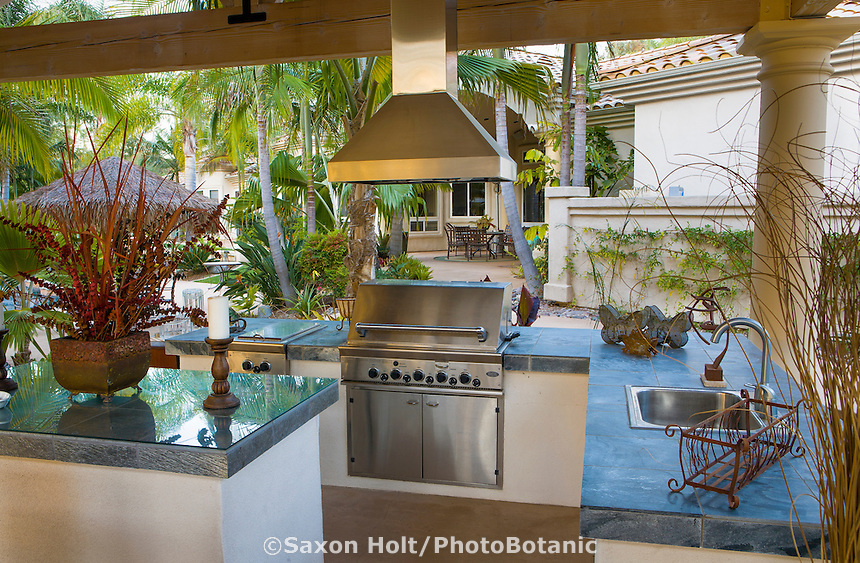 Outdoor kitchen and cooking area of Southern California home. Randy Moore garden