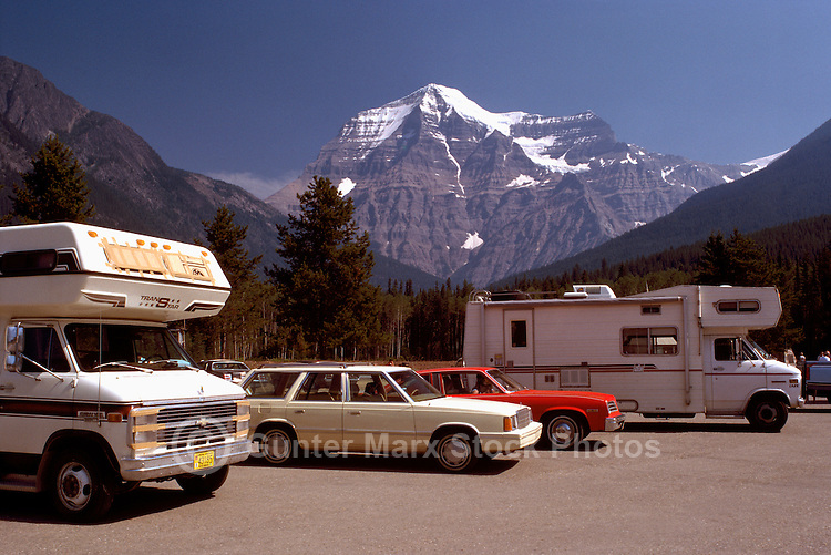 Mt Robson (Elev 3954 m / 12,972 ft), Mount Robson Provincial Park, Canadian Rockies, Thompson Okanagan Region, BC, British Columbia, Canada - Recreational Vehicles parked at Visitor Center / Centre, Summer