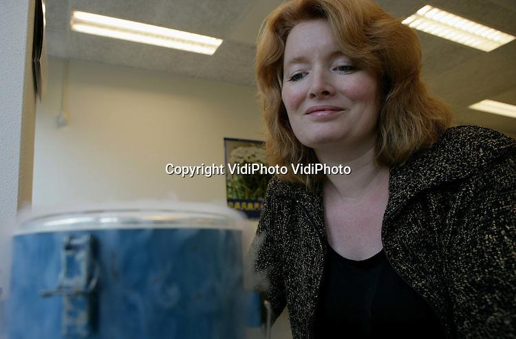 Foto: VidiPhoto..WAGENINGEN - Onderzoekster Monique Wordragen van de Wageningen Universiteit.