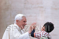 General audience Pope Benedict XVI  in St. Peter's Square at the Vatican. April. 8, 2009
