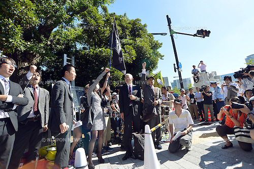 August 22, 2012, Tokyo, Japan - Representatives of anti-nuclear demonstrators report the result of their meeting with Japanese Prime Minister Yoshihiko Noda to their supporters outside his office in Tokyo Wednesday, August 22, 2012...They asked the prime minister to reverse his decision to restart two reactors at a nuclear power plant in western Japan during their face-to-face meeting. The anti-nuclear protesters have staged rallies outside the prime minister's office every Friday for five months now. (Photo by Natsuki Sakai/AFLO)