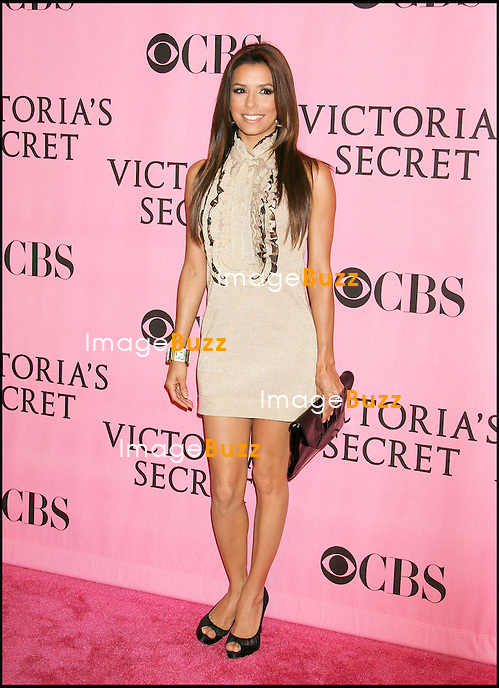 "EVA LONGORIA - SOIREE ""VICTORIA'S SECRET"" AU KODAK THEATRE A HOLLYWOOD...""THE  VICTORIA'S SECRET SHOW"" ARRIVALS, AT THE KODAK THEATER IN HOLLYWOD..LOS ANGELES"