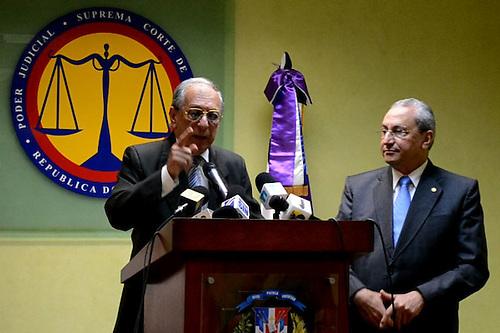 """Subero: hay """"inexactitudes"""" en cable Wikileaks; Luciano llora y jura no es corrupto"""