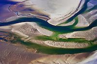 Priele und Sandbaenke der Nordsee: EUROPA, DEUTSCHLAND, SCHLESWIG- HOLSTEIN(GERMANY), 20.06.2005: Priele und Sandbaenke der Nordsee bei Ebbe im Wattenmeer nahe der Hallig Hooge