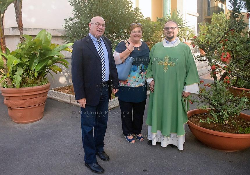 I coniugi Re:Lia e Giuseppe con padre Alerio Montalbano.<br /> Re family together to father Alerio Montalbano