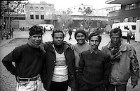 Roma  Novembre 1990.Ex Pastificio Pantanella occupato da centinaia di immigrati asiatici provenienti dal Pakistan e Bangladesh..Immigrati del Bangladesh..Rome November 1990.Ex Pastificio Pantanella occupied by hundreds of Asian immigrants from Pakistan and Bangladesh..Immigrants from Bangladesh