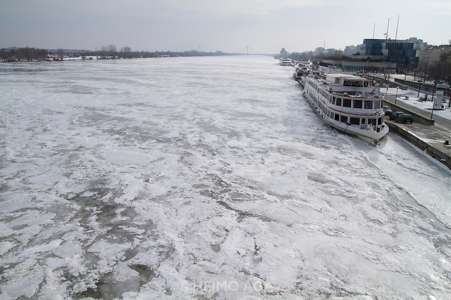 View from Reichsbrücke aver the frozen Danube. Ship traffic had to be suspended along the entire river due to the massive ice build-up caused by two weeks of tempereatures far below zero.