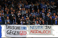 FUSSBALL   1. BUNDESLIGA   SAISON 2011/2012    6. SPIELTAG FC Schalke 04 - FC Bayern Muenchen                       18.09.2011 Schalker Fans mit Protesplakaten gegen Manuel NEUER