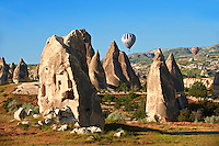 Hot Air Baloons over the Fairy Chimneys near Göreme [ Goreme ]  , Cappadocia Turkey