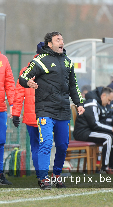 20160316 - Merchtem , BELGIUM : Spanish coach Santi Denia pictured during the soccer match between the under 17 teams of  Belgium and Spain , on the third and last matchday in group 8 of the UEFA Under17 Elite rounds at FC Merchtem 2000 stadion in Merchtem , Belgium. Wednesday 16 th March 2016 . PHOTO DAVID CATRY