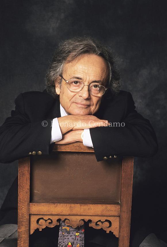 Adonis Poeta, universalmente riconosciuto come il maggior Poeta arabo oggi in vita. Adonis, ama affermare che la scrittura  l'opposto della poesia. © Leonardo Cendamo