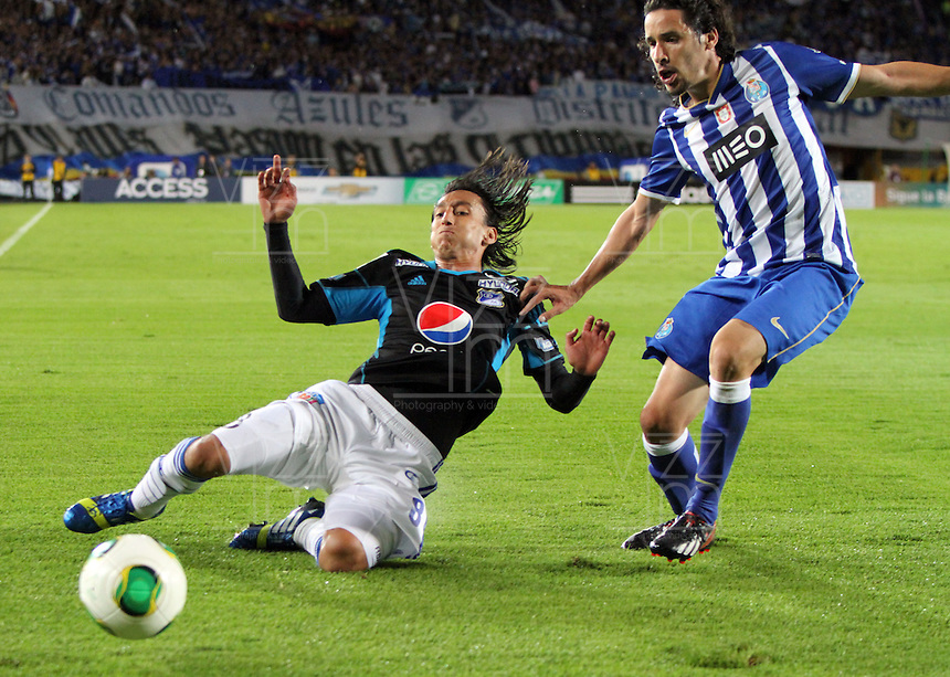 BOGOT&Aacute; -COLOMBIA, 24 -07-2013.  Rafael Robayo  (Izq) jugador de Millonarios  disputa el bal&oacute;n contra   Lic&aacute; (Der)  del FC Porto ,  partido amistoso por la  Copa Euroamericana  , partido jugado en el estadio Nemesio Camacho El Camp&iacute;n de la capital / Rafael Robayo (Left) Millonarios player fights for the ball against  Lic&aacute; (Right) of FC Porto, friendly for Euro-American Cup, played at the Estadio Nemesio Camacho El Campin in the capital <br /> . Photo: VizzorImage/ Felipe Caicedo/ STAFF