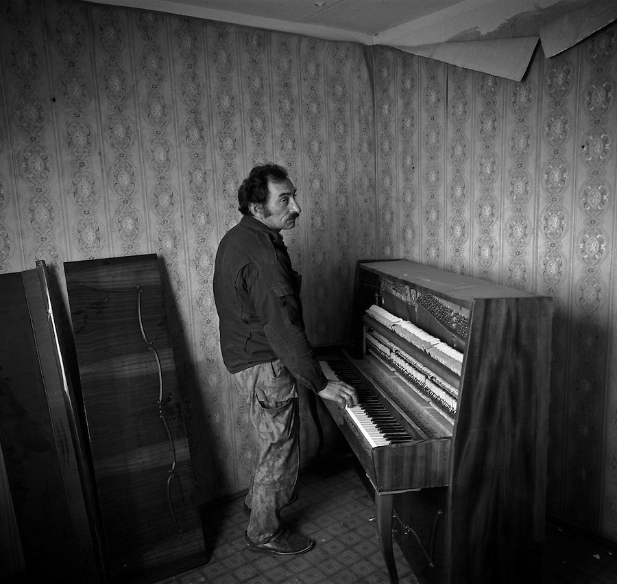 Chernobyl, Ukraine, Ocober 1995..The explosion at the Chernobyl Nuclear Power Plant on April 26 1986 was the worst nuclear accident in history..Former plant employee Lexai Musenko visits his apartment in the abandoned city of Pripyat and rediscovers a piano he had forgotten he owned. All his other furniture had been stolen.