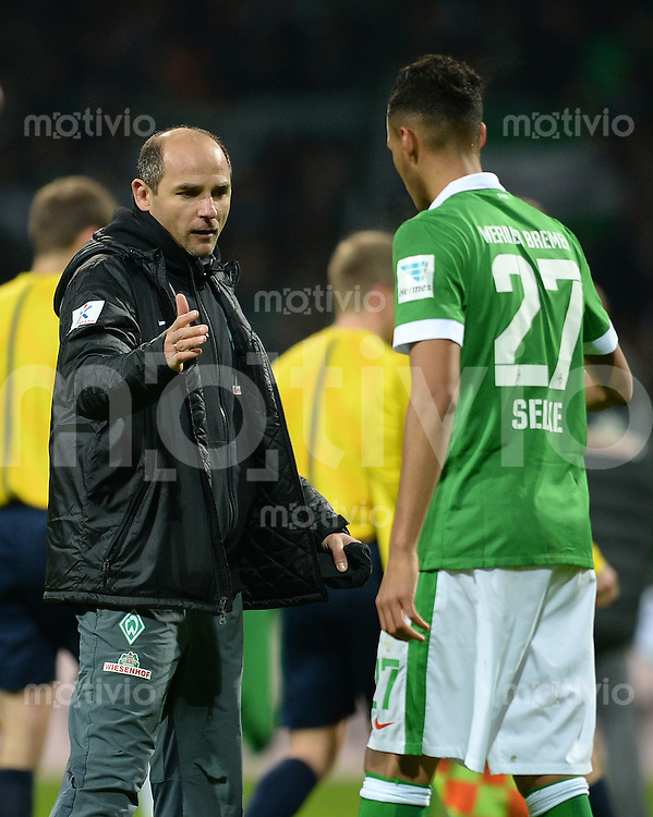 FUSSBALL   1. BUNDESLIGA   SAISON 2014/2015   15. SPIELTAG SV Werder Bremen - Hannover 96                         13.12.2014 Trainer Viktor Skripnik (li, SV Werder Bremen) und Davie Selke (re, SV Werder Bremen) nach dem Abpfiff