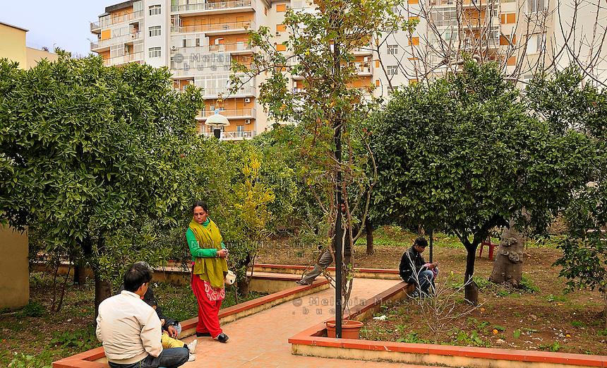 Palermo, headquarters of Emergency:patients waiting for the control by the physicyan.<br /> Palermo, locali dell'ambulatorio di Emergency: giovani pazienti in giardino in attesa di essere visitati.