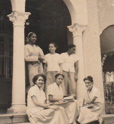 Alumnas de la Escuela Félix Evaristo Mejía.