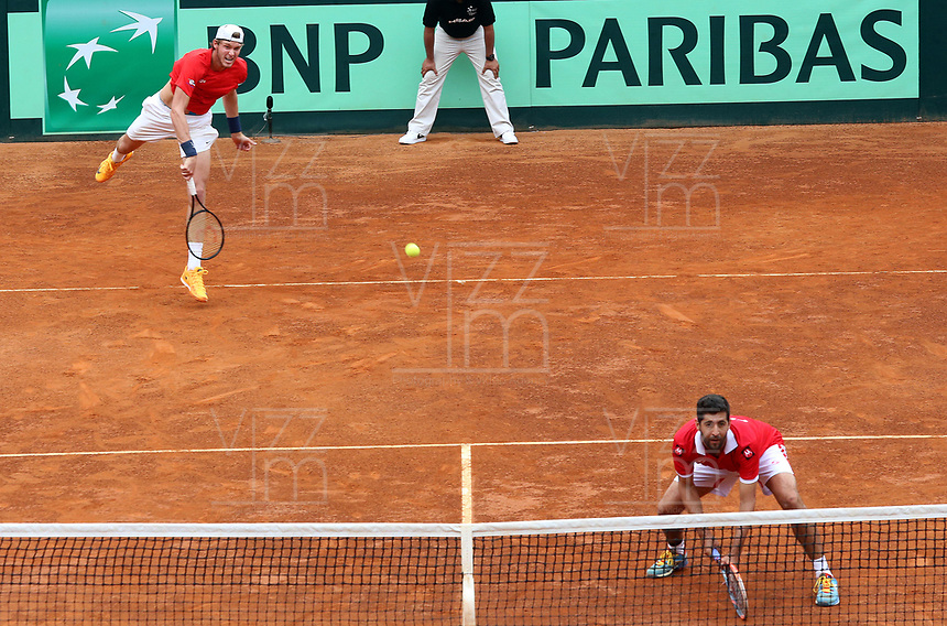 MEDELLIN - COLOMBIA - 08 - 04 - 2017: Nicolas Jarry y Hans Podlipnik, de Chile, durante partido de la serie final de partidos en el Grupo I de la Zona Americana de la Copa Davis, partidos entre Colombia y Chile, en Country Club Ejecutivos de la ciudad de Medellin. / Nicolas Jarry and Hans Podlipnik, of Chile, during a match to the final series of matches in Group I of the American Zone Davis Cup, match between Colombia and Chile, at the Country Club Executives in Medellin city. Photo: VizzorImage / Juan C Quintero / Fedetenis / Cont.