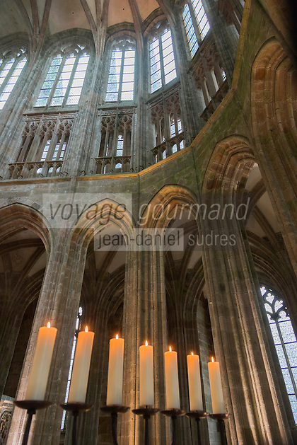 Europe/France/Normandie/Basse-Normandie/50/Manche: Baie du Mont Saint-Michel, classée Patrimoine Mondial de l'UNESCO, Le Mont Saint-Michel: Nef de l'église abbatiale gothique // Europe/France/Normandie/Basse-Normndie/50/Manche: Bay of Mont Saint Michel, listed as World Heritage by UNESCO,  The Mont Saint-Michel: Nave of the abbey Church,