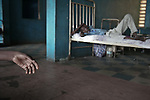 "© Remi OCHLIK/Ip3press.com; Freetown, Sierra Leone  le 29 novembre 2004 - Le Kissy Mental Hospital est le seul etablissement psychiatrique de la Sierra leone. Il recueille les personnes souffrant de skyzophrenie, les alcooliques ou les anciens drogues. Il est aussi un refuge pour ceux qui ont souffert de la guerre. ......Kissy mental hospital directed by doctor  E. A. Nahim, is the only mental hospital in Sierra Leone. Patients are mostly suffering from schizophrenia, alcohol and drugs deceases or from war aftermath. People are chained to their ""beds"", most of them are hold in the hospital for several years. There is no medecine and no food enought..."