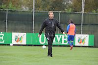 VOETBAL: HEERENVEEN: 21-10-2015, Sportpark Skoatterwâld, SC Heerenveen training onder leiding van Foppe de Haan, assistent trainer Tieme Klompe, ©foto Martin de Jong