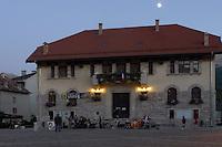 Barcelonnette, comune dell'Alta Provenza centro di forte emigrazione verso il Messico. Il palazzo del Municipio.<br /> Barcelonnette, town in Haute Provence, center of emigration to Mexico. The town hall