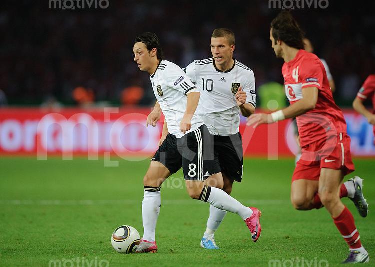 Fussball Euro 2012 Qualifikation  Deutschland - Tuerkei V.l.: Mesut OEZIL (GER) mit Lukas PODOLSKI (GER) gegen Oemer ERDOGAN (TUR).