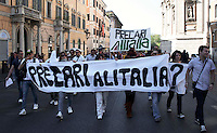 Roms 9 Aprile 2011.Manifestazione dei lavoratori precari per chiedere 'Diritti, welfare, maternità, pensione per tutti'..Precari Alitalia