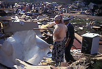 8 Ott 1999 Milano: campo ROM di via Barzaghi dopo l'intervento delle forze dell'ordine