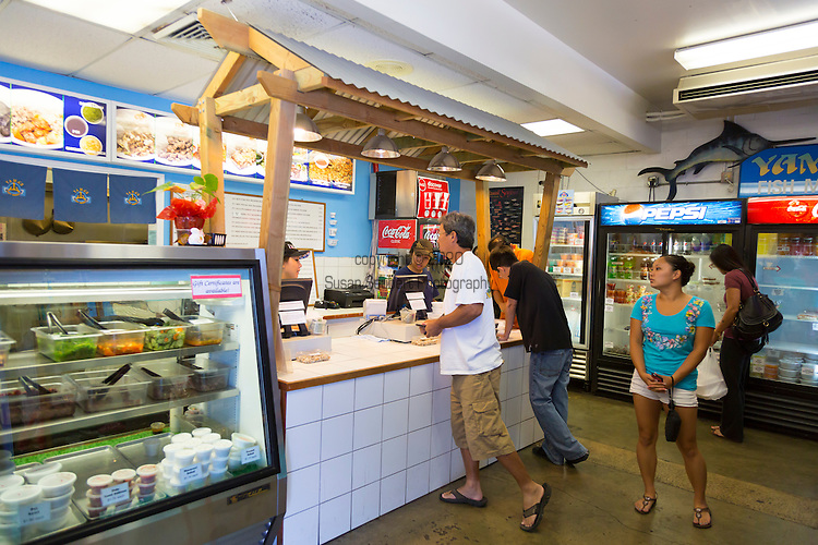 Yama 39 s fish market in downtown honolulu offers great take for Fish stores in ma