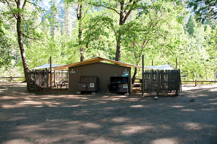 Canvas cabin housekeeping camp yosemite valley pines for Cabins in yosemite valley