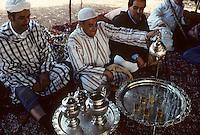 Afrique/Afrique du Nord/Maghreb/Maroc/Mekn&egrave;s : Fantasia de Mekn&egrave;s - Th&eacute; chez les Berb&egrave;res<br /> <br /> PHOTO D'ARCHIVES // ARCHIVAL IMAGES<br /> MAROC  1980