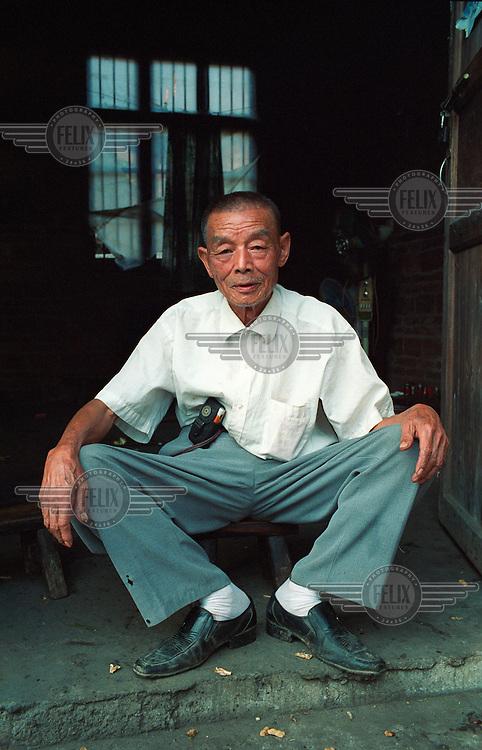 A portrait of an elderly man in a village near Quanzhou.