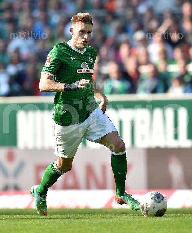 FUSSBALL   1. BUNDESLIGA   SAISON 2013/2014   31. SPIELTAG SV Werder Bremen - 1899 Hoffenhein                   19.04.2014 Aaron Hunt (SV Werder Bremen) am Ball