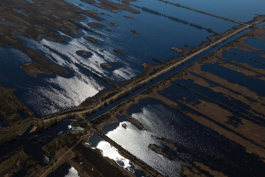 Nederland, Drenthe, Gemeente Emmen, 01-05-2013; natuurreservaat het Bargerveen, restant van het vroegere Boertangemoeras. Na het beeindigen van de vervening in bezit van de Vereniging Natuurmonumenten. Natuurbeheer gericht op ontstaan van levend hoogveen (door vernatting). Onderdeel van Internationaler Naturpark Bourtanger Moor-Bargerveen.<br /> Former swamp and peat area, part of International Nature Park Bourtanger Moor-Bargerveen<br /> luchtfoto (toeslag op standard tarieven);<br /> aerial photo (additional fee required);<br /> copyright foto/photo Siebe Swart.
