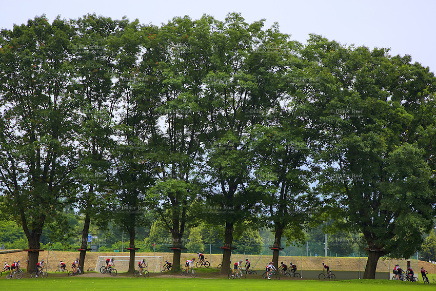 Switzerland. Canton Ticino. Tenero. Centro Sportivo Nazionale della Gioventù - Tenero (CST). Nationales Jugendsportzentrum Tenero. A group of athletes from the Swiss Cycling Federation ( under 17 years old) are training under the trees. 31.05.11 © 2011 Didier Ruef