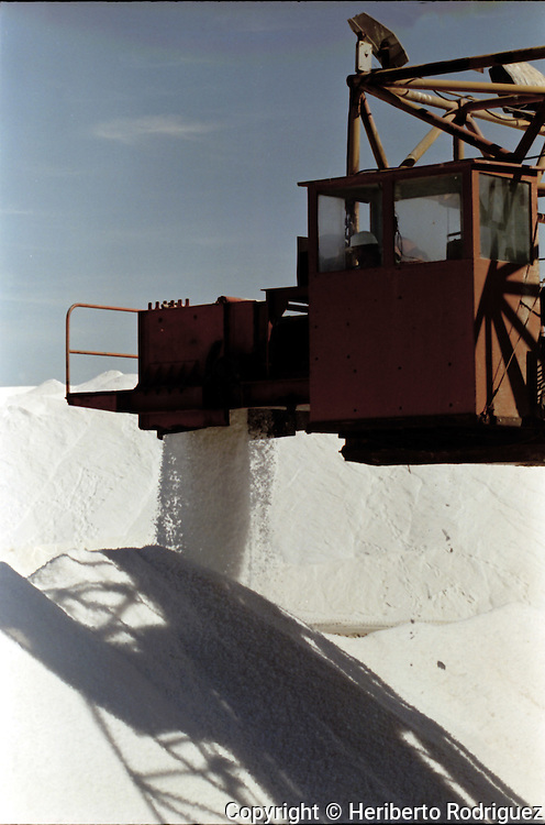 A view of the ESSA salt evaporation facility in Guerrero Negro, in northwestern state of Baja California, February 6, 1997.  © Photo by Heriberto Rodriguez
