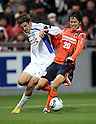 Mike Havenaar (Ventforet),  Kim Young-Gwon (Ardija), DECEMBER 3, 2011 - Football / Soccer : 2011 J.League Division 1 match between Omiya Ardija 3-1 Ventforet Kofu at NACK5 Stadium Omiya in Saitama, Japan. (Photo by Hiroyuki Sato/AFLO)