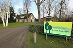 Foto: VidiPhoto<br /> <br /> MOERGESTEL - Ook in de winter zijn er volop werkzaamheden te verrichten bij Boomkwekerij J. van Roessel van Sjef en Joost van Roessel uit het Brabantse Moergestell. Van Roessel is laanboomkweker.