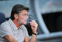 FUSSBALL  INTERNATIONAL   SAISON 2011/2012   22.08.2010 Gamper Cup FC Barcelona - SSC Neapel Trainer Walter Mazzarri (Napoli) mit Zigarette