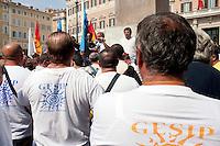 Roma 11 Settembre 2012.I lavoratori della GESIP, multiservizi di Palermo a rischio liquidazione protesta davanti il Parlamento in concomitanza del tavolo di discussione, a cui il sindaco Orlando si presenta con un piano di liquidazione della GESIP a fine 2012, per arrivare alla costituzione di una società consortile partecipata al 51% dal Comune stesso. L'assemblea dei lavoratori.